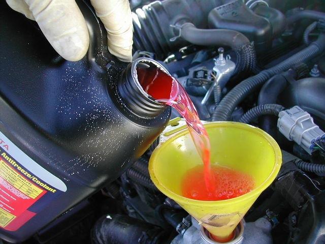 Как долить охлаждающую жидкость в двигатель