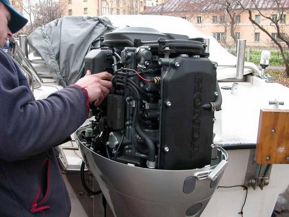 Ремонт лодочного мотора